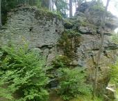 Zřícenina hradu Hus a říčka Blanice