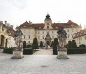 Vinařská naučná stezka, zámek Valtice, kolonáda na Reistně
