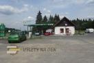 Parkoviště u benzínové pumpy