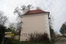 Půjdete se podívat za kapli na čelní stranu a poté pokračujete směrem do obce Řimov.