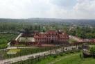 Pohled na Trojský zámek, v pozadí Pražský hrad a Petřín