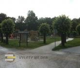 Dětské hřiště a tenisové kurty
