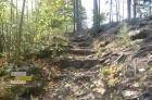 cesta po které pokračujeme cca po 100m