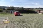 Parkoviště s rozcestníkem v Třísově