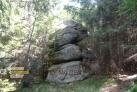 Další skalní útvar po cestě